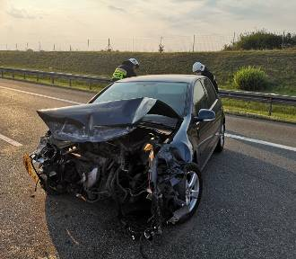 Sobotni wypadek na autostradzie A2. Trasa była zablokowana przez kilkadziesiąt minut [ZDJĘCIA]