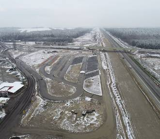 Pierwsze budynki Miejsc Obsługi Pasażerów przy budowanej A1 w Łódzkiem