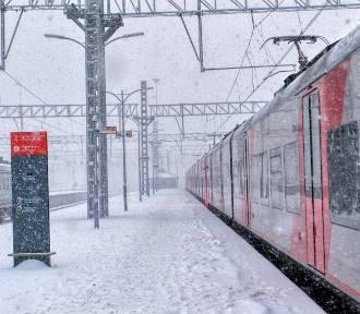Pociąg Zakopane - Bydgoszcz z poważnym opóźnieniem! Zima paraliżuje ruch kolejowy