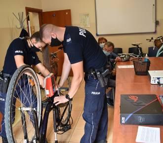Policjanci znakuje rowery. Przyjdź i dodatkowo zabezpiecz swój rower przed kradzieżą!