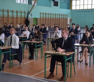 """W kościańskiej """"czwórce"""" do egzaminu przystąpiło 73. uczniów FOTO"""