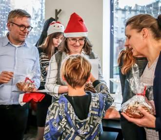 Mikołaj zaprosił dzieci z sopockiego Domu Dziecka na pizzę