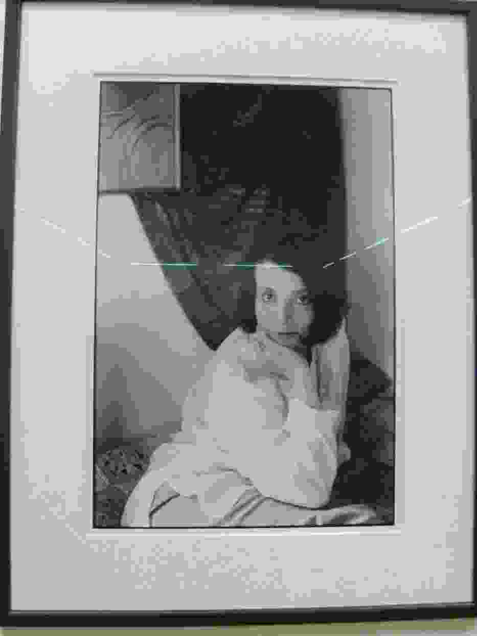 """Zofia Saretok w obiektywie Pierre'a Cottina (fragment wystawy """"Ziarna światła"""" w Ostrowcu Świętokrzyskim)"""
