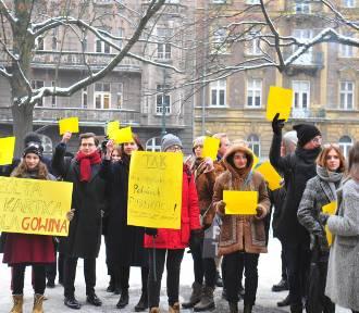 Studenci UJ pokazali żółtą kartkę ministrowi Gowinowi