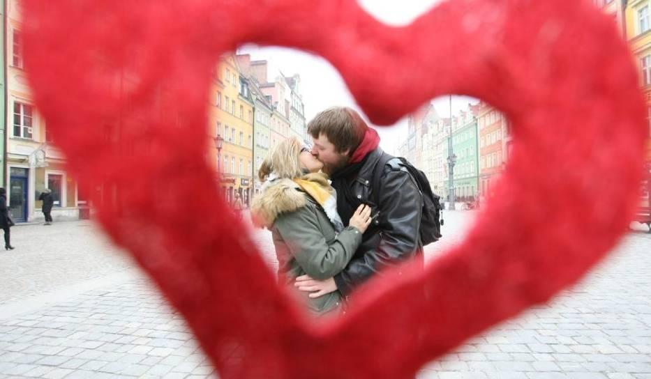 Dziś 14 lutego! Ale co można robić w Toruniu w walentynki? Gdzie zabrać drugą połówkę? Sprawdźcie najlepsze propozycje na spędzenie tego święta dnia w Toruniu!PROPOZYCJE NA NASTĘPNYCH STRONACH >>>>