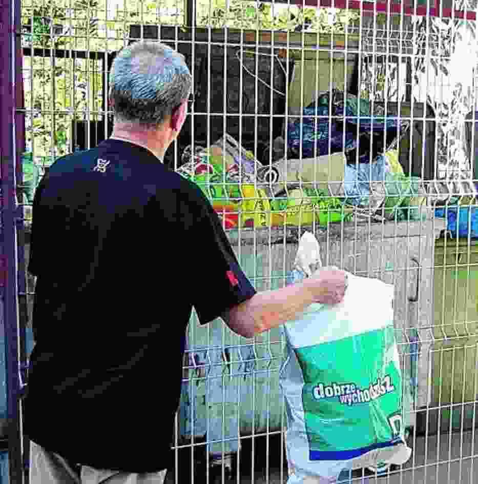 Mieszkańcy budynków należących do MZGM są zadowoleni, że ich śmietniki są ogrodzone