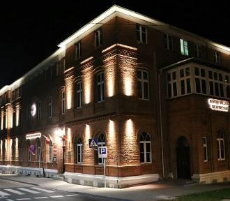 Budynek Urzędu Miejskiego w Wyrzysku. Od teraz jest widoczny także nocą