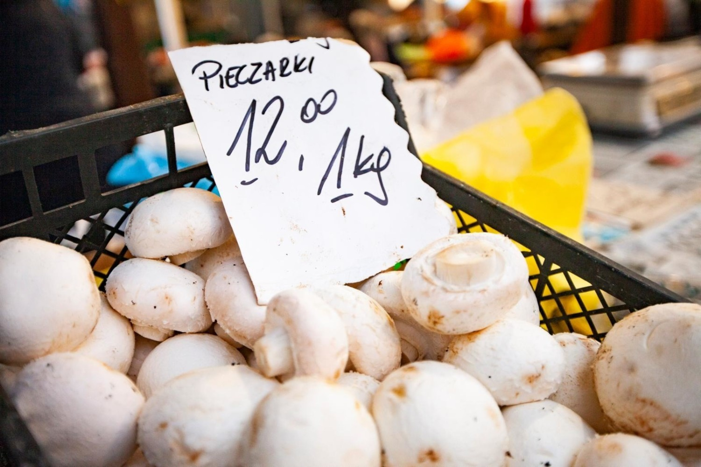 Spośród warzyw świeżych najwięcej eksportowano w 2020 roku pieczarek, cebuli i pomidorów, a wśród przetworów przeważały mrożonki warzywne, warzywa konserwowe i suszone