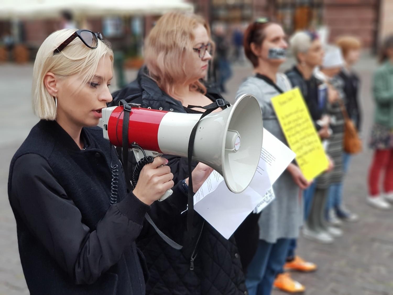 """Protest """"Stop pedofilii w kościele"""" w Toruniu [ZDJĘCIA]"""