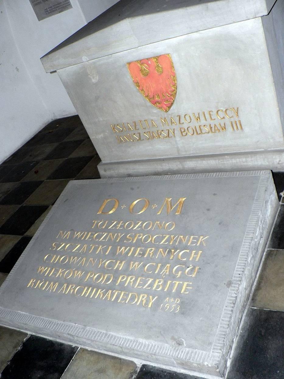 Miejsce pochówku Janusza Starszego i Bolesława III w bazylice archikatedralnej św