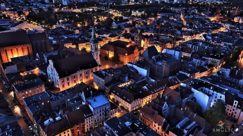Wyjątkowe zdjęcia Torunia z drona. Zobacz, jak wygląda nasze piękne miasto z lotu ptaka!