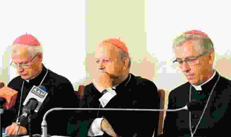 Od lewej arcybiskup Józef Michalik, kardynał Stanisław Dziwisz, biskup Wiktor Skworc