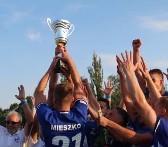Mieszko Gniezno pewnie wygrywa z Victorią Września. Gnieźnianie wchodzą do III ligi!