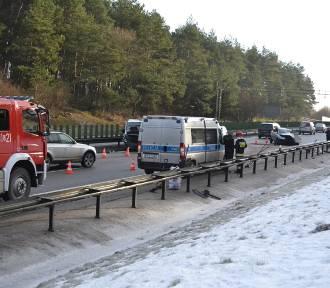 Karambol na obwodnicy z udziałem siedmiu samochodów, dwie osoby ranne [FOTO]