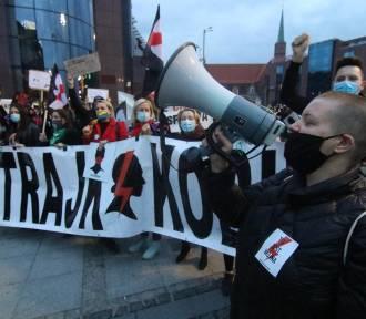 Cała Polska protestuje, policja użyła gazu. Relacja z poniedziałku 26.10.2020