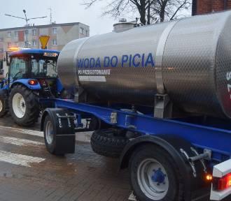 Awaria wodociągów w Szczecinku. Woda z beczkowozu [zdjęcia]