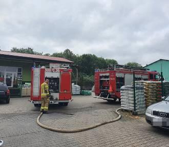 Pożar w Pucku: zapalił się skład węgla. W akcji cztery zastępy straży pożarnej
