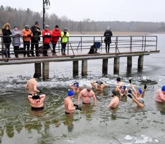Morsowanie to samo zdrowie - przekonują uczestnicy kąpieli w lodowatej wodzie