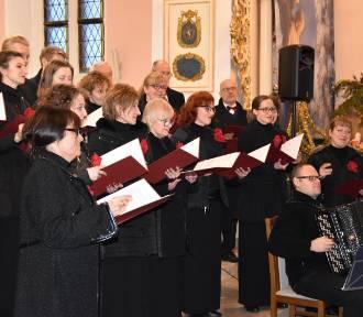 Chór GUMed wystąpił w Sulęczynie, Mściszewicach i Sierakowicach - ZDJĘCIA