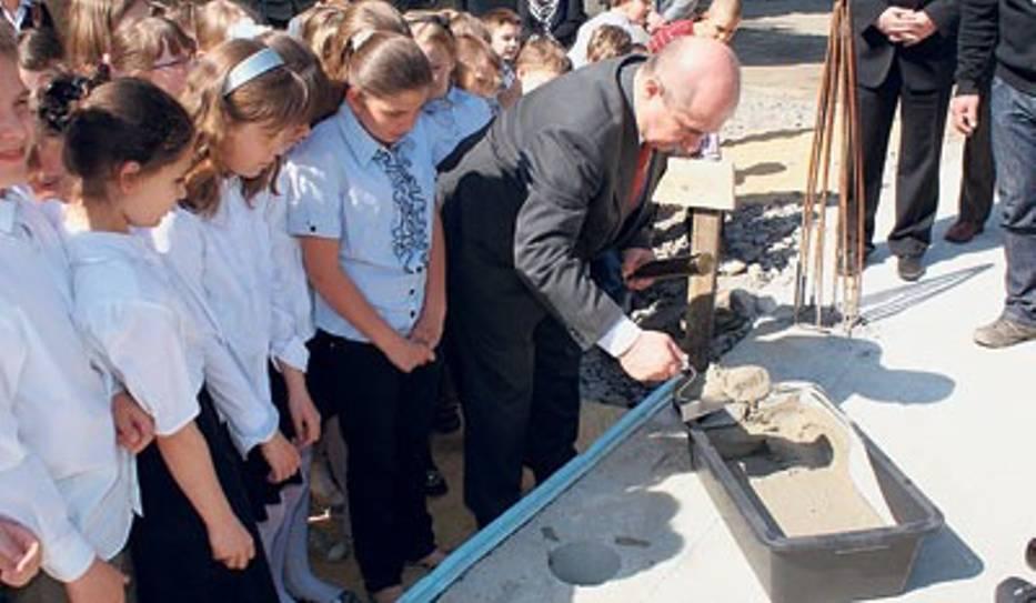 Wmurowanie kamienia węgielnego było dla uczniów ważną chwilą