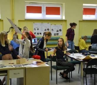 Uczniowie Szkoły Podstawowej im. Arkadego Fiedlera robią film