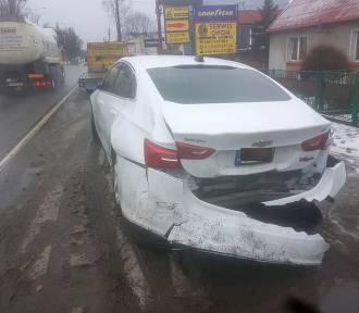 Groźna stłuczka na Fordońskiej w Bydgoszczy. Zderzyły się trzy pojazdy! [zdjęcia]