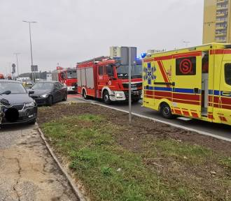 Nieoznakowany radiowóz zderzył się z osobówką w Bydgoszczy [zdjęcia]