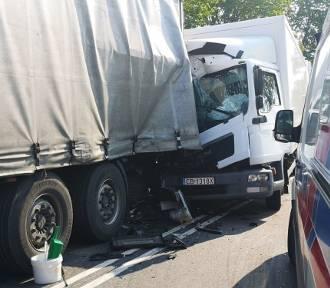 Wypadek trzech ciężarówek w regionie. Kierowcy w szpitalu