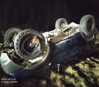 Fatalny wypadek. Samochód spadł ze skarpy, są ranni!