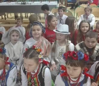 """Sukces uczniów z Banina w Wojewódzkim Konkursie Wokalnym """"Kolędujmy Razem"""" - ZDJĘCIA"""