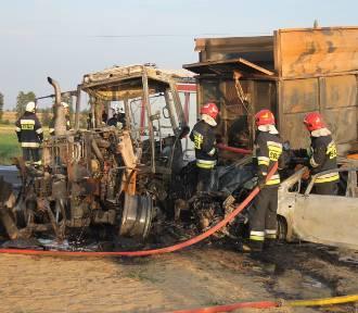 Wypadek na krajówce. Pojazdy stanęły w ogniu. Jedna osoba w szpitalu [ZDJĘCIA]
