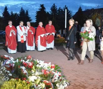 Bełchatowianie złożyli wieńce pod tablicą błogosławionego księdza Jerzego Popiełuszki
