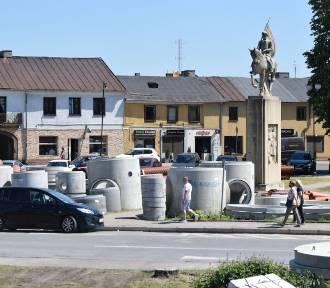 Rusza wielki remont w centrum Końskich. Będą duże utrudnienia i głębokie wykopy