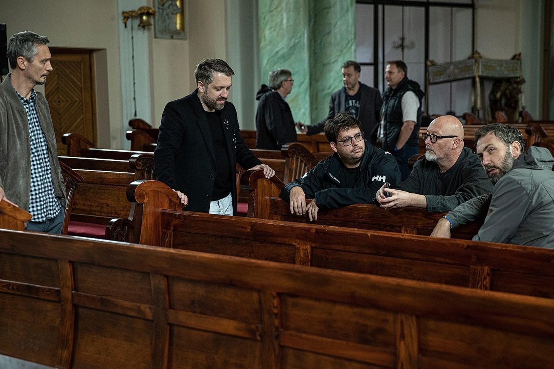 Wojciech Smarzowski z ekipą pojawił się w Starym Fordonie, poszukując odpowiedniej wielkości kościoła, w którym można by było nagrać ceremonię ślubu