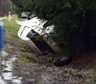 W Przęsinie dachował samochód (wideo, zdjęcia)