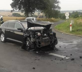 Wypadek pod Złotoryją, na drodze w kierunku Wilkowa. Są poszkodowani [ZDJĘCIA]