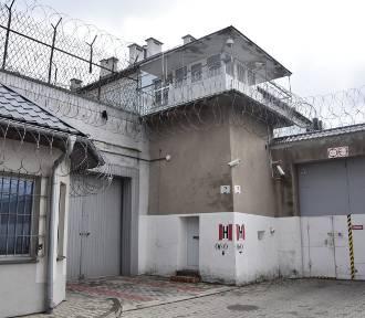 Zarobki w służbie więziennej: od strażnika po dyrektora