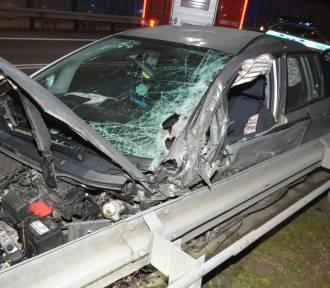 W Tuczempach kierujący osobową hondą uderzył w ciężarowe volvo [FOTO]