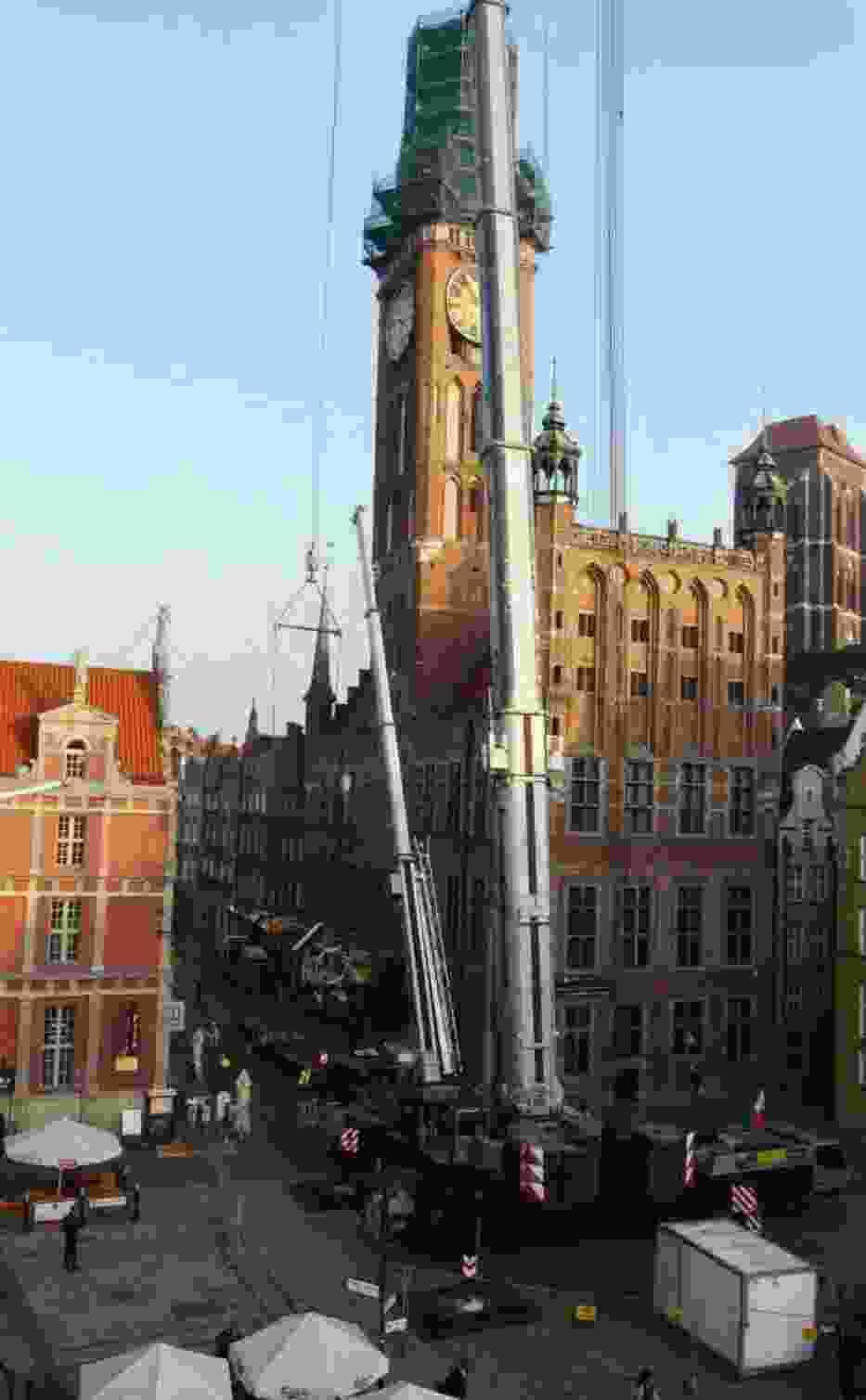 Wieża Ratusza Głównego miasta Gdańska już czeka na swojego króla powracającego po czterech latach nieobecności