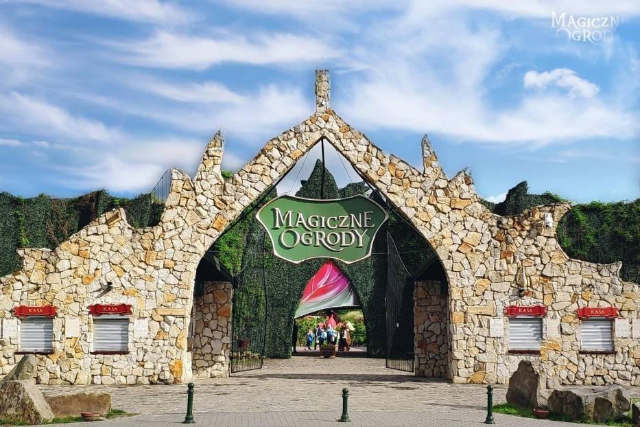 To istniejący od kilku lat, mający ponad 14 hektarów powierzchni, bajkowy park tematyczny, z karuzelami, małą kolejką i restauracjami