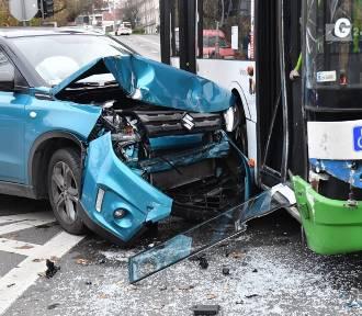 Wypadek na Niebuszewie. Auto zderzyło się z autobusem