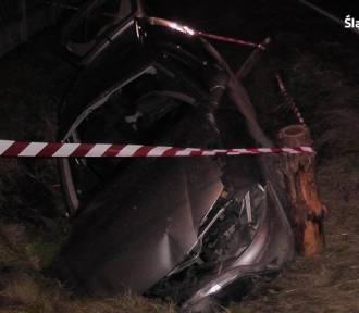 Wypadek w Miasteczku Śląskim. Byli zakleszczeni w samochodzie. Jak uratowali ich przechodnie...