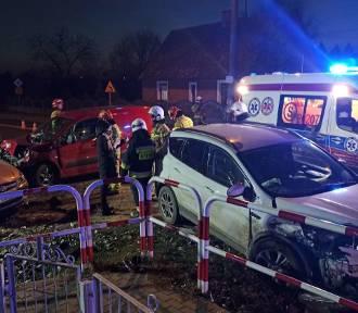 Wypadek w Piotrowie pod Kaliszem. Zderzenie trzech aut. Dwie osoby poszkodowane FOTO