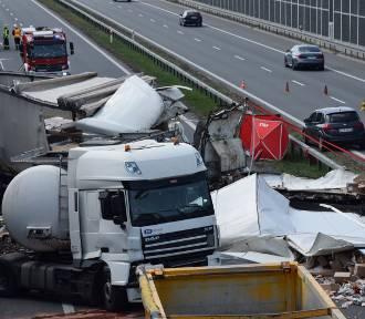 Wypadek na autostradzie A4. Zderzyło się kilka ciężarówek, są ofiary [ZDJĘCIA]