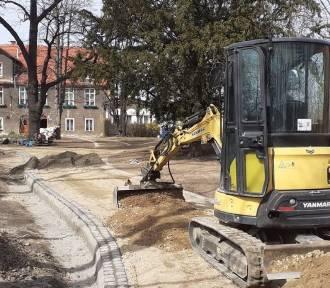 Trwa budowa parku przy ul. Łącznej w Świebodzicach (ZDJĘCIA)