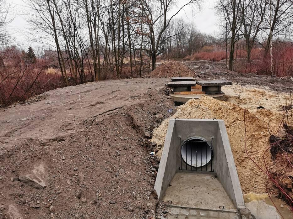 Trwa budowa kanalizacji deszczowej odprowadzającej wodę do stawu Hutnik