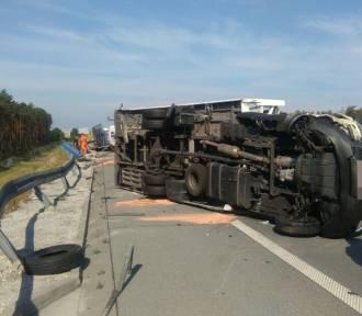 Wypadek na S8 między węzłami Łask i Róża w Baryczy. Utrudnienia w ruchu [FOTO]