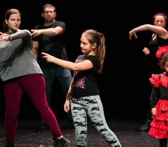 Rodzinne tańce w MCK na rzecz WOŚP [zdjęcia]