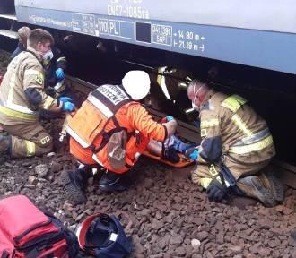 Bytom. Na dworcu PKP pociąg potrącił mężczyznę. 55-latek trafił do szpitala