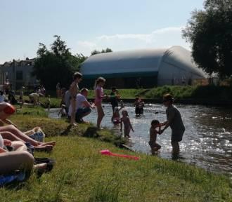 Kąpielisko w Pruszczu Gdańskim nad Radunią przyciągnęło w weekend wielu mieszkańców |ZDJĘCIA